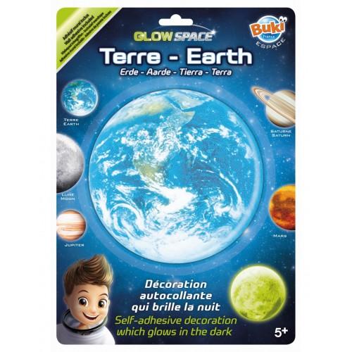 Planeta Ziemia świecąca w...