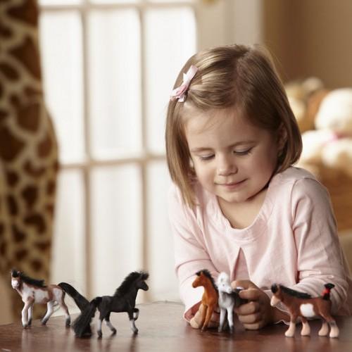 Figurki Konie na Pastwisku...